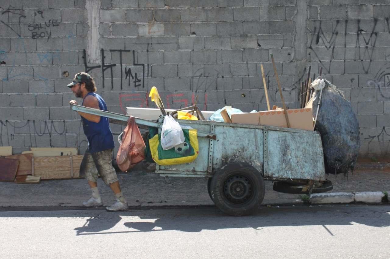Read more about the article Os Catadores e a Politica Nacional de Resíduos Sólidos
