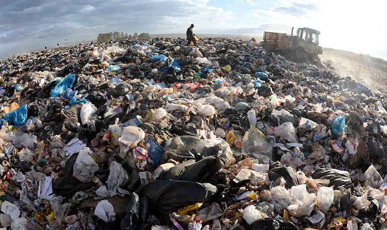 Prejuízos causados por lixões e aterros controlados